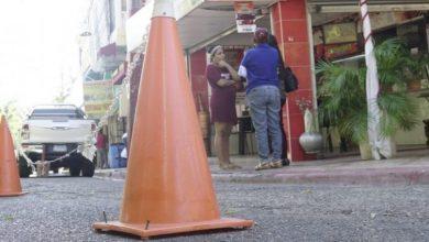 Photo of Negocios y buscones se adueñan de las calles; marcan un límite de propiedad.
