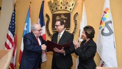Photo of Rector de UNPHU dominicana reconocido como visitante distinguido de San Juan, Puerto Rico.