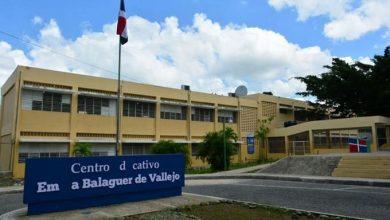 Photo of Hieren de dos disparos a policía escolar durante asalto en Escuela Emma Balaguer.