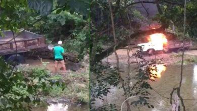Photo of Comunidad de La Vega quema camión que sacaba arena de río Camú.