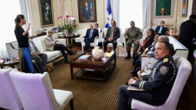 Photo of Autoridades de salud informan al Presidente Danilo sobre situación del coronavirus.