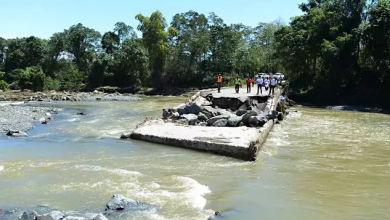Photo of MOPC trabaja para restablecer paso por puentes.