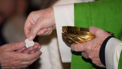 Photo of Arzobispado de SD informa comunión deberá recibirse en las manos.
