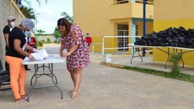 Photo of Fluye en orden la entrega alimentos a familias estudiantes.