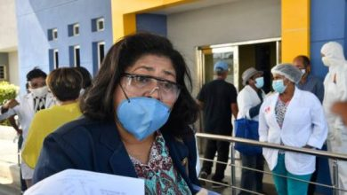 """Photo of Denuncian dos enfermeras han muerto por coronavirus mientras profesionales trabajan a """"mano pelá""""."""
