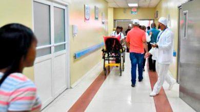 Photo of Hospitales dejan casos de COVID-19 en manos de residentes.
