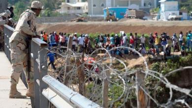 Photo of Haitianos tratan de ingresar al país en busca de alimentos.