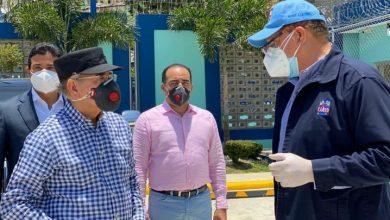 Photo of Danilo Medina deja la cuarentena y visita La Zurza.