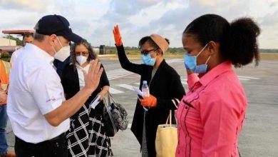 Photo of Gonzalo Castillo recibe a cuatro predicadoras dominicanas que ayudó a volver al país.