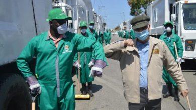 Photo of Alcalde SDE Manuel Jiménez supervisa empresa recolectora de basura en Brisas del Este.