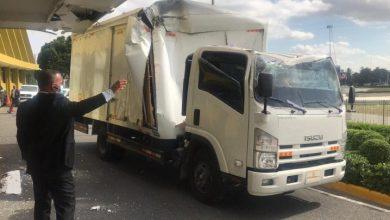 Photo of Camión se estrella contra parte frontal de la Junta Central Electoral.