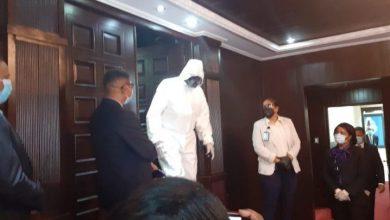 Photo of Así llegó este legislador a la Cámara de Diputados para conocer prórroga estado de emergencia.