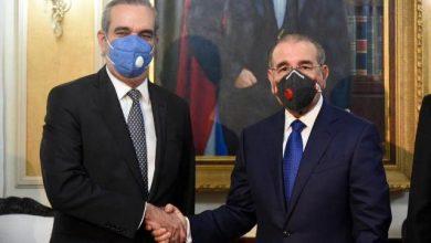 Photo of Danilo Medina y Luis Abinader, a solas en el Palacio Nacional.