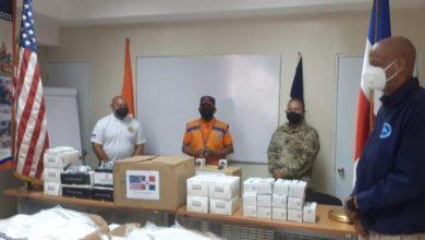 Photo of Embajada de EEUU dona equipo de protección a Defensa Civil de Santiago.