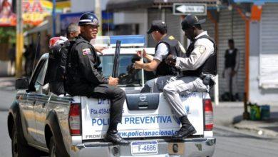 Photo of Policía detiene a tres personas que iban a vender dos motos en Haití.
