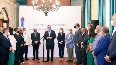 Photo of Luis Abinader hablará con líderes para enfrentar la crisis.