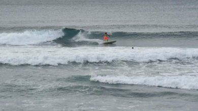 Photo of Surfistas en Güibia desafían la alerta por paso de la tormenta Isaías.