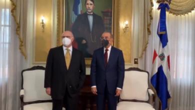 Photo of Hipólito Mejía se reúne con Danilo Medina en el Palacio Nacional.