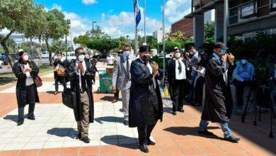 Photo of Un grupo de abogados del Cibao se manifiesta frente a la Suprema Corte de Justicia.
