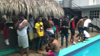 Photo of En pleno toque de queda estaban en fiesta en una piscina de La Romana.