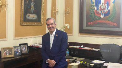 Photo of Luis Abinader llama a nuevos funcionarios no colocar foto del Presidente en sus oficinas.