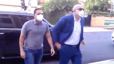 Photo of Llega a la Fiscalía del DN joven acusado de arrojarle café a cajera.