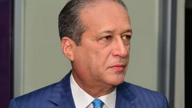 Photo of Reinaldo Pared regresa al país tras operación en el esófago por cáncer.