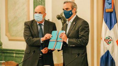 Photo of Luis Abinader entrega al AGN archivos confidenciales del Palacio Nacional.