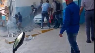 Photo of Vídeo: Doce personas atropelladas por un vehículo en un centro de salud de Los Guaricanos