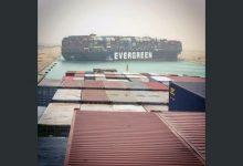 Photo of Al menos 15 barcos están bloqueados por nave atravesada en Canal de Suez