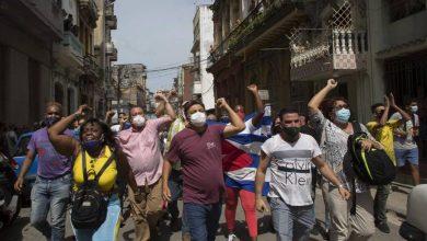 Photo of Policías apresan varias personas durante sorpresiva protesta en Cuba